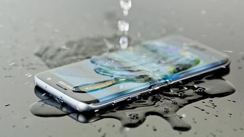 telefono resistente agua