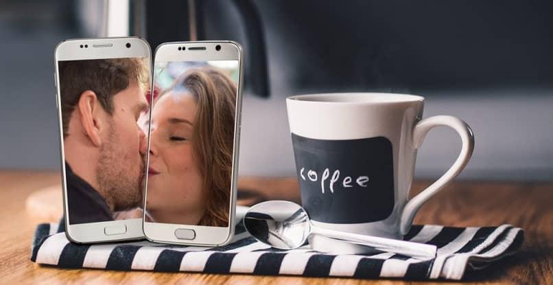 pareja enamorada gracias a una app de citas