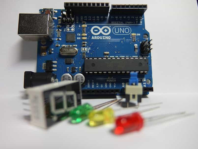 arduino microcontrolador funcionamiento