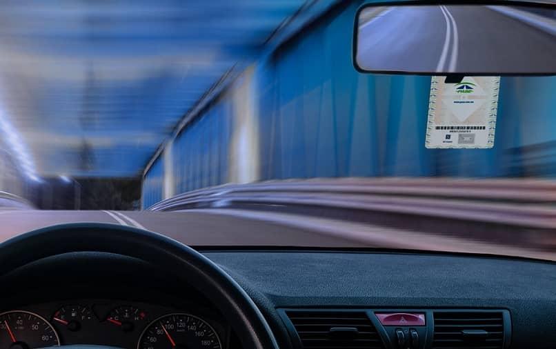 automovil tunel pase