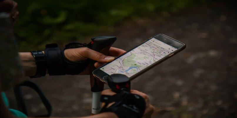 persona en bicicleta con google maps