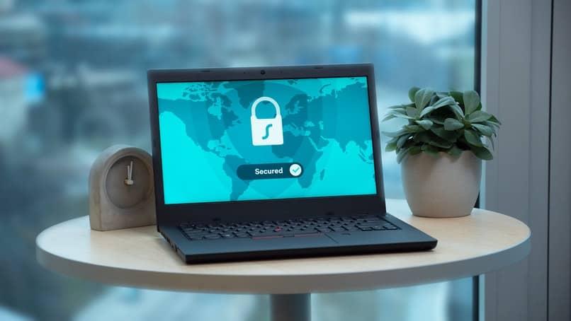 laptop con seguridad