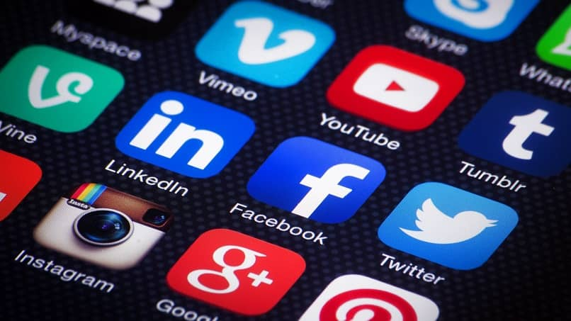 diferentes logos de redes sociales