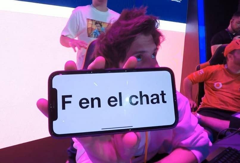 con el movil mostrar f en el chat