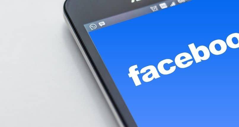 app de facebook en smartphone