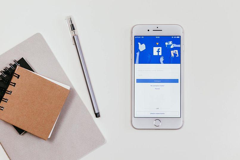 facebook en dispositivo movil