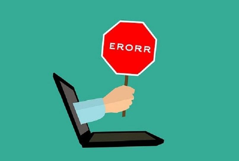 ordenador que muestra un error en los datos