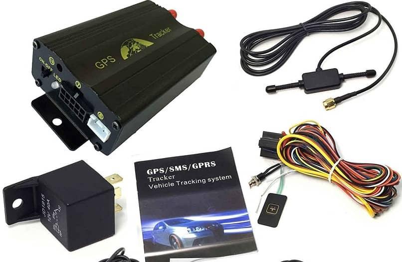 algunos accesorios y cables el gps tracker 103