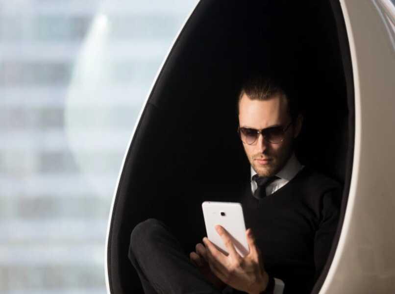 hombre tableta