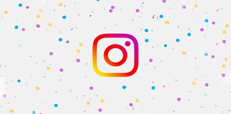 logotipo instagram fondo puntos de colores