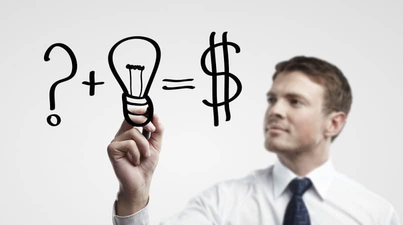 persona hombre pensar ideas conseguir dinero