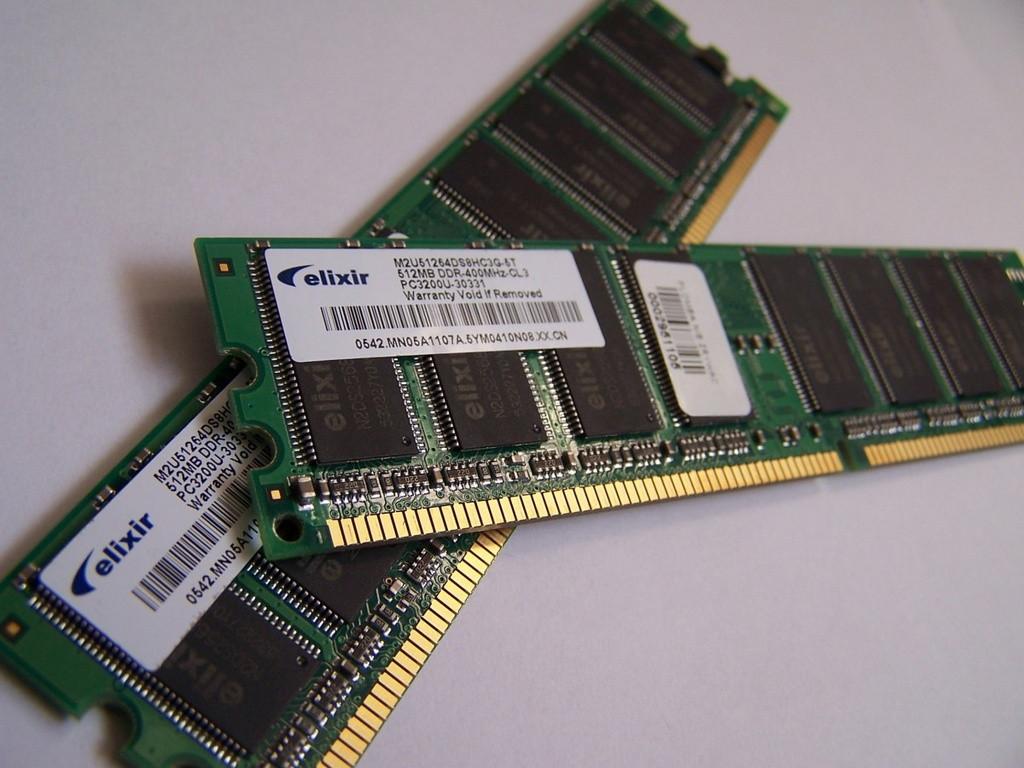 ¿Cuál es la diferencia entre la Memoria RAM y ROM y que tipos existen?