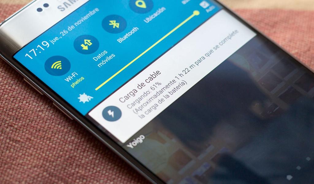 ¿Cómo arreglar el micrófono de mi celular Samsung Galaxy si no funciona?