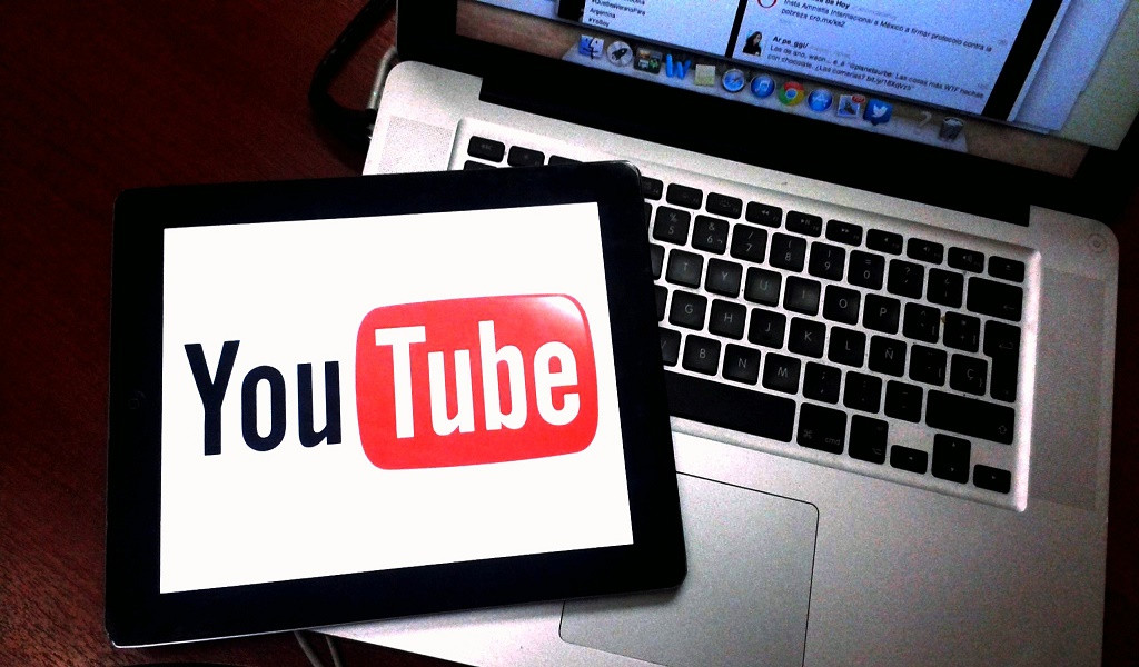 ¿Cómo puedo ganar dinero con YouTube si soy menor de edad?