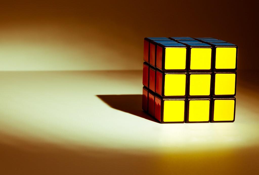 Cómo resolver o armar el cubo Rubik en pocos movimientos - solución rápida