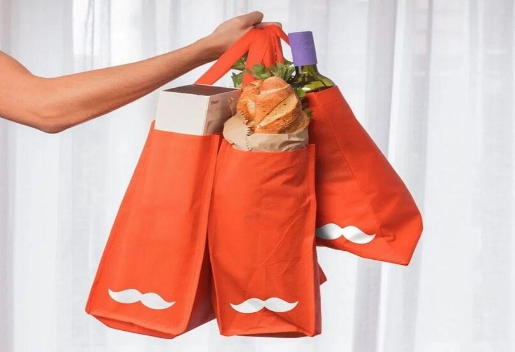 brazo sujetando bolsas ecologicas de Rappi