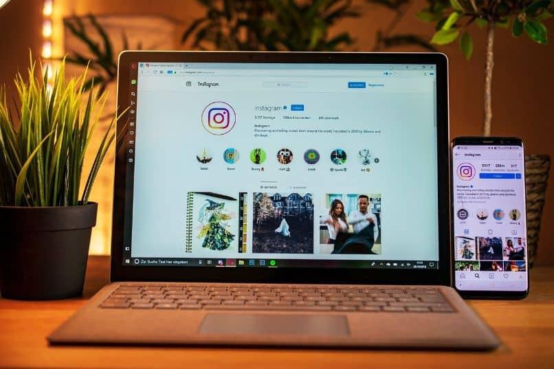 pagina de instagram en laptop y movil