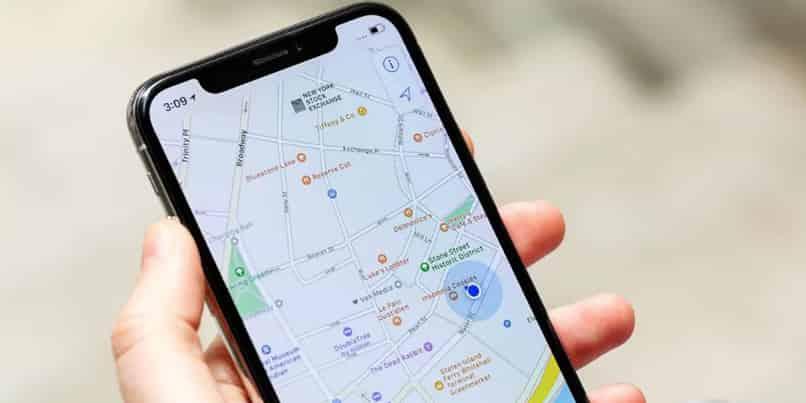 cambiar voz de maps en iphone o android