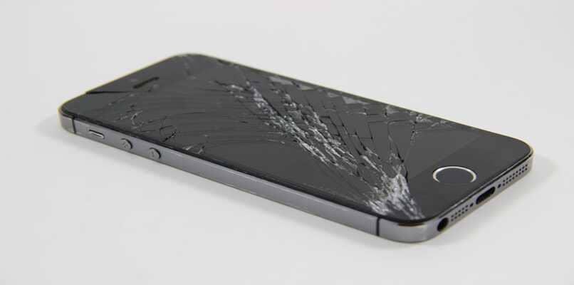 iphone con el vidrio roto