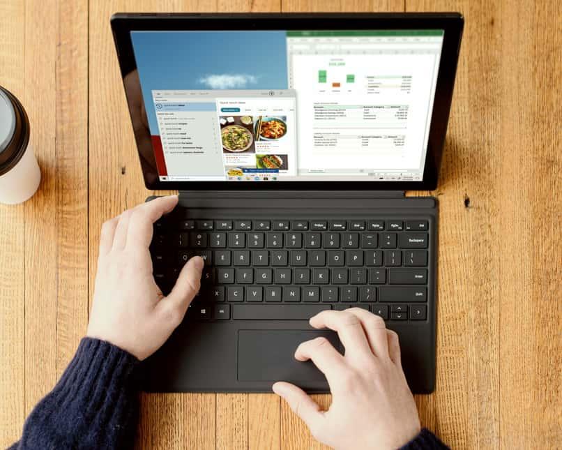 persona administrando tareas desde su computadora