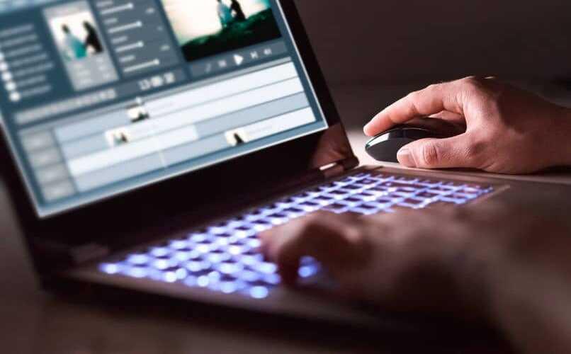 editando en laptop
