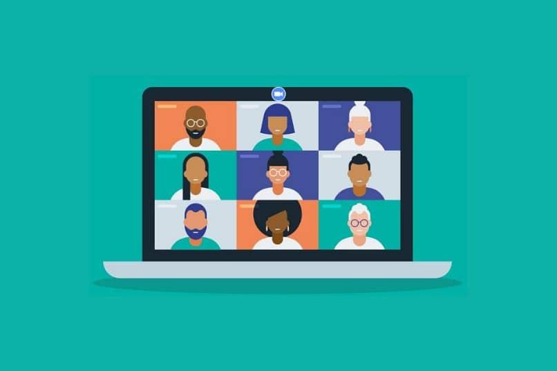 laptop con videollamada y personas sobre fondo azul