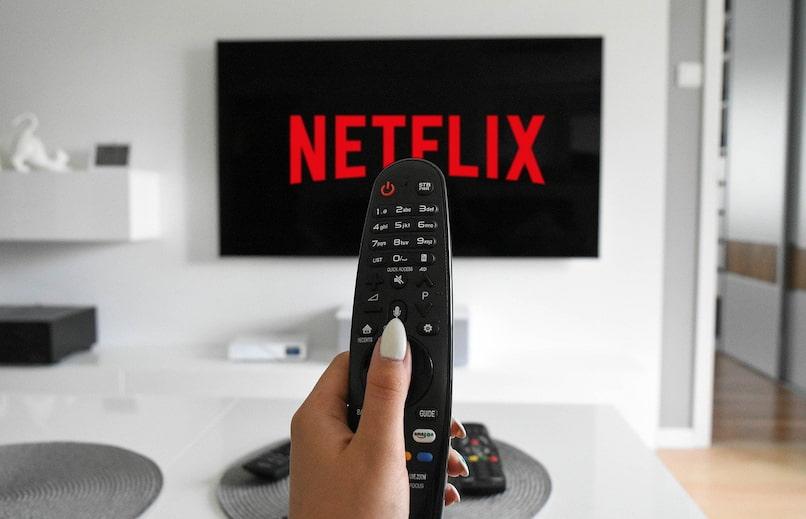 manejo mediante control remoto de tv con netflix