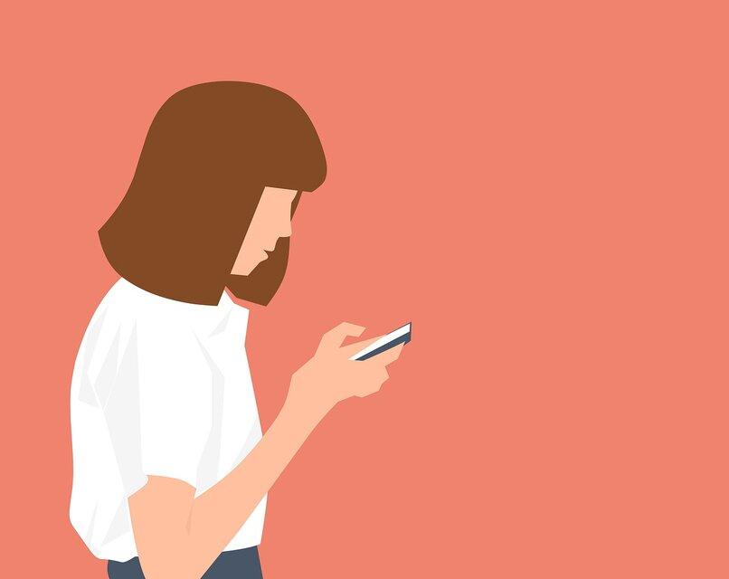 persona sosteniendo telefono
