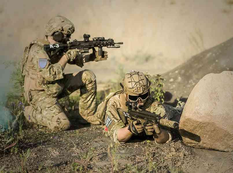 personas militares en servicio