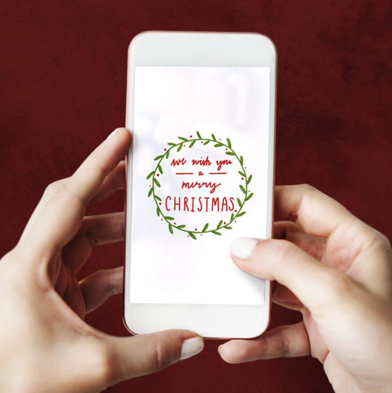 telefono muestra imagen con mensaje de navidad