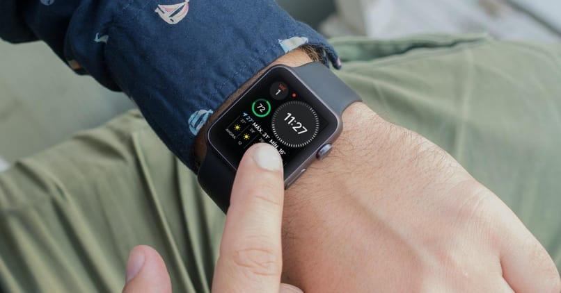 smartwatch en muneca