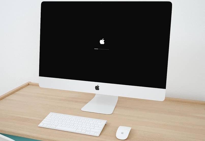 ordenador mac encendiendo