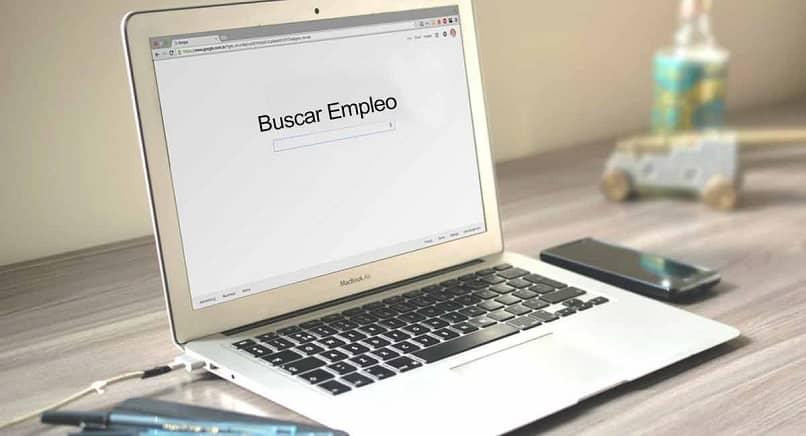 ordenador en buscador de trabajo