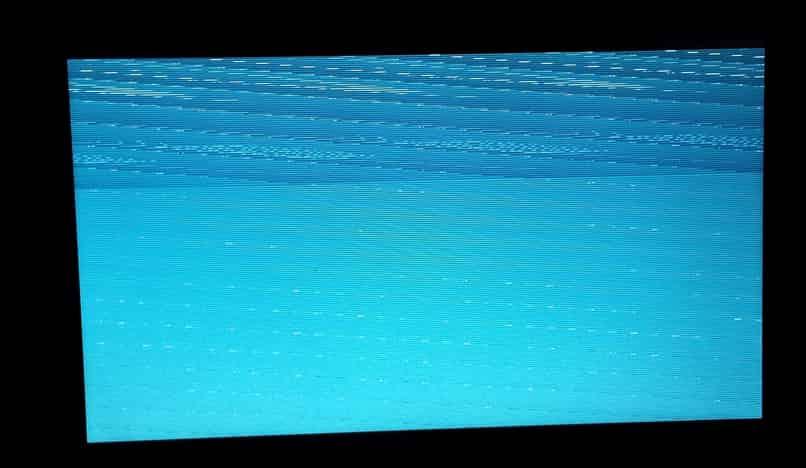 mi smart tv se queda en pantalla congelada
