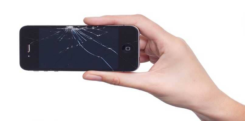 telefono con pantalla rota
