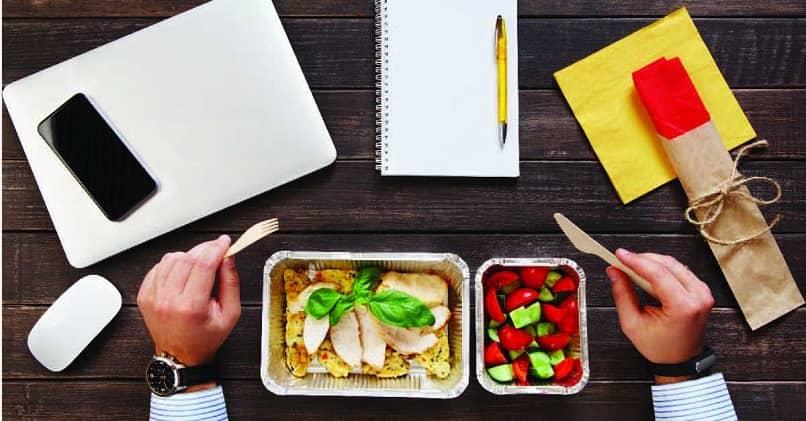 kişi iş ofis otur sağlıklı yemek