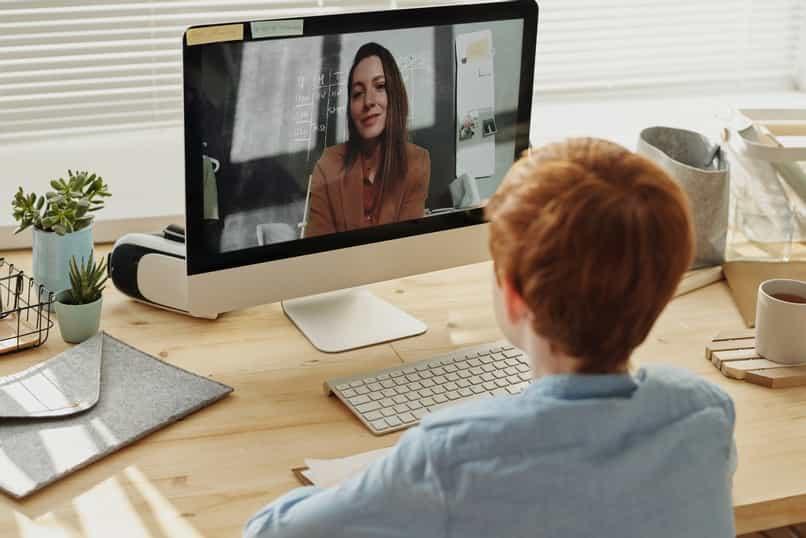 opcion de facebook de compartir pantalla con messenger