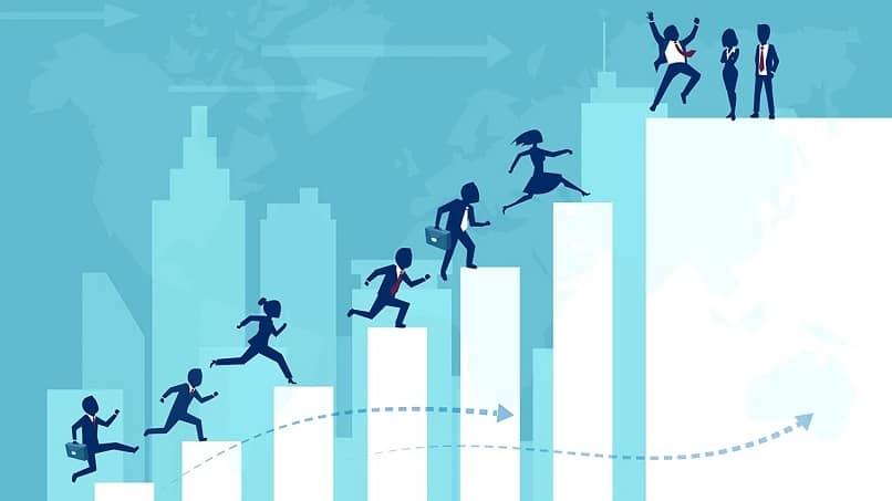ejecutivos de una empresa avanzando en sus metas