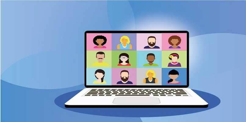 personas en video conferencia