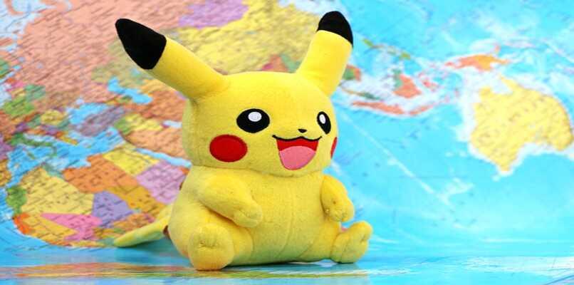 pikachu sobre mapa mundo