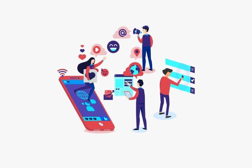 redes sociales con personas y dispositivos
