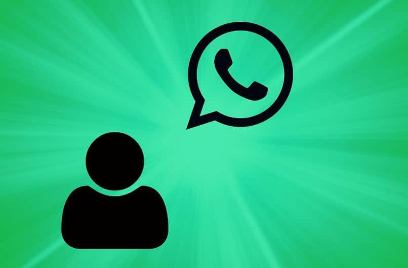 silueta de persona con logo de whatsapp