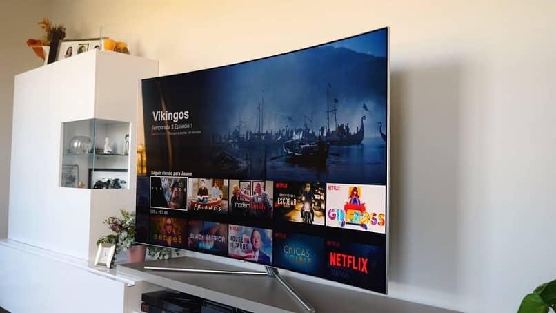 smart tv curvo con netflix el servicio de streaming