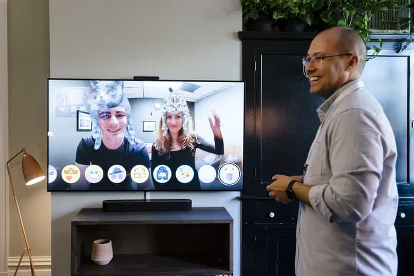 connect smart tv to the internet