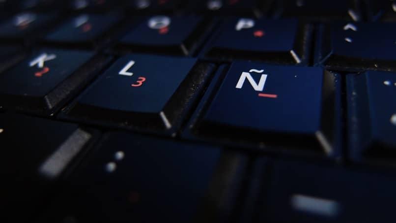 letras teclado negro