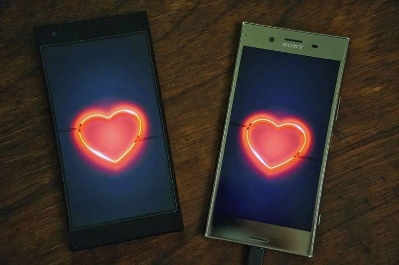 telefonos con corazones