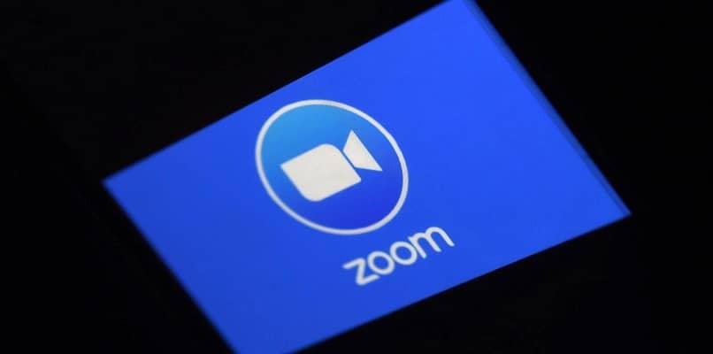 smartphone con app zoom